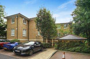 2 Bedrooms House for sale in Tavistock Court, 14 Tupwood Lane, Caterham, Surrey