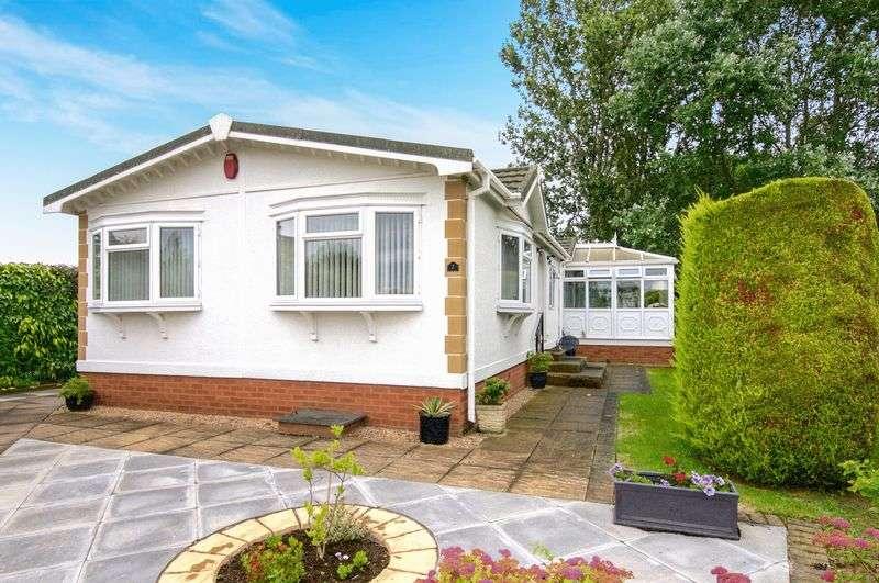 2 Bedrooms Bungalow for sale in Heathcote Park, Harbury Lane, Heathcote, Warwick, Warwickshire, CV34 6SE