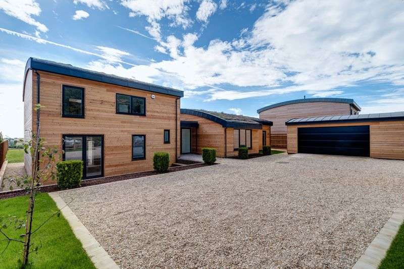 5 Bedrooms Detached House for sale in Hawcote Hill, Birdlip, Gloucester