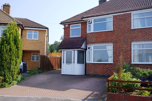 3 Bedrooms Semi Detached House for sale in Sedgefield Drive, Thurnby, Leicester, Leicestershire, LE7 9PS
