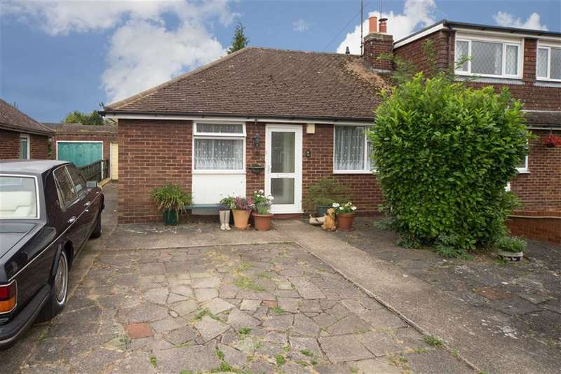 2 Bedrooms Property for sale in Cloisters Road, Luton, Bedfordshire, LU4