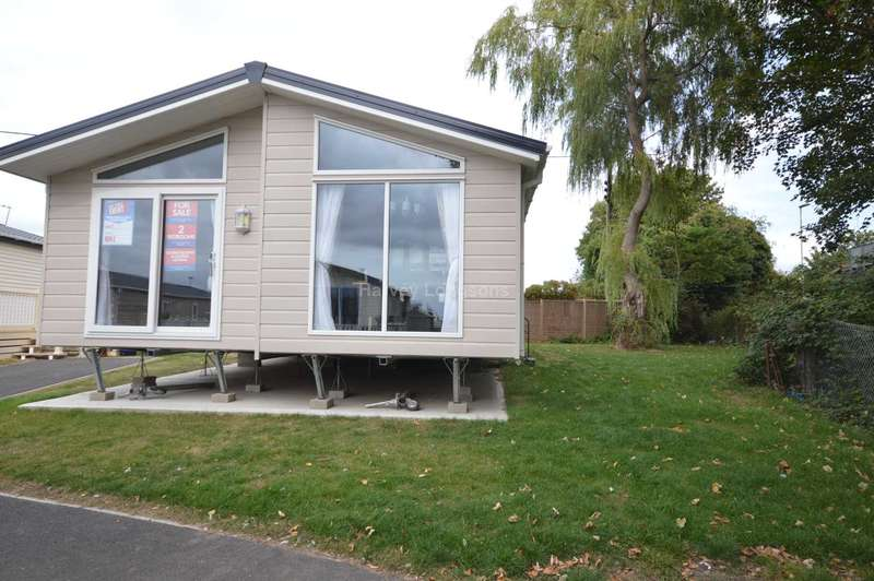 2 Bedrooms Lodge Character Property for sale in Alberta Holiday Park, Faversham Road, Whitstable