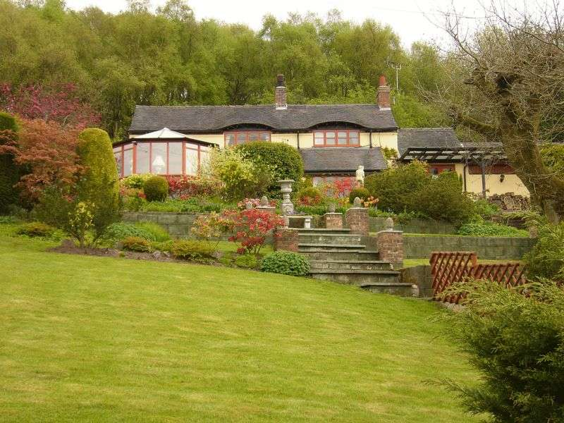 3 Bedrooms Detached House for sale in Cheadle, Freehay