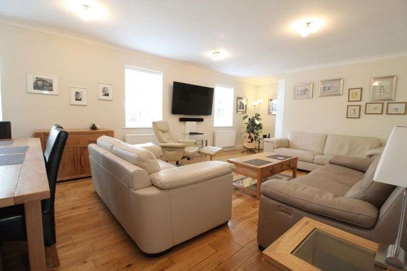 3 Bedrooms Flat for sale in Field Farm Court, Jarrow
