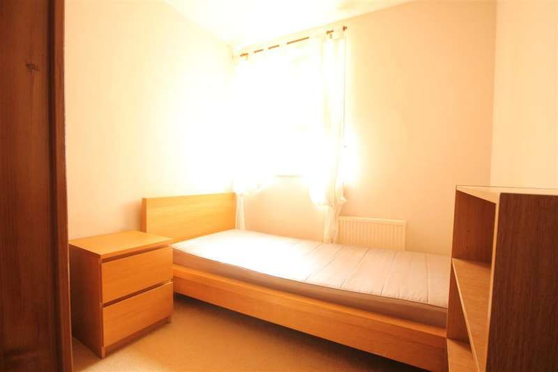 3 Bedrooms Ground Maisonette Flat for sale in Chaucer Gardens, Sutton, Surrey
