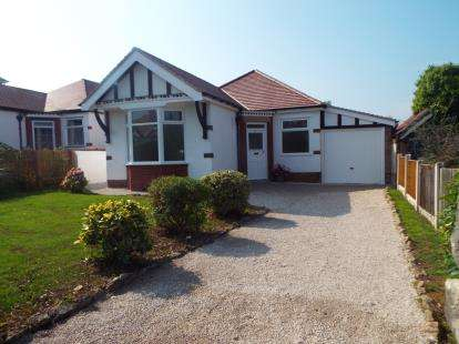 2 Bedrooms Bungalow for sale in Princess Avenue, Rhos on Sea, Colwyn Bay, Conwy, LL28
