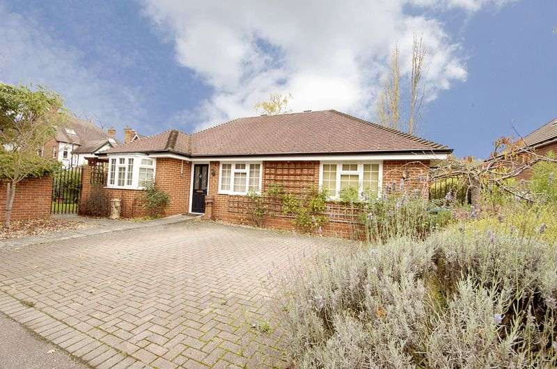 2 Bedrooms Detached Bungalow for sale in Crossway, Walton-On-Thames