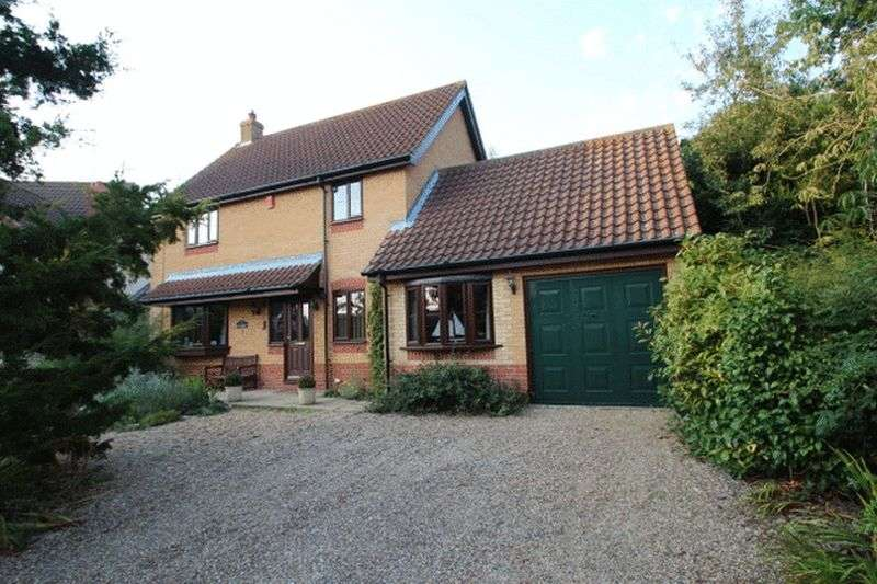 3 Bedrooms Detached House for sale in Acle, NR13
