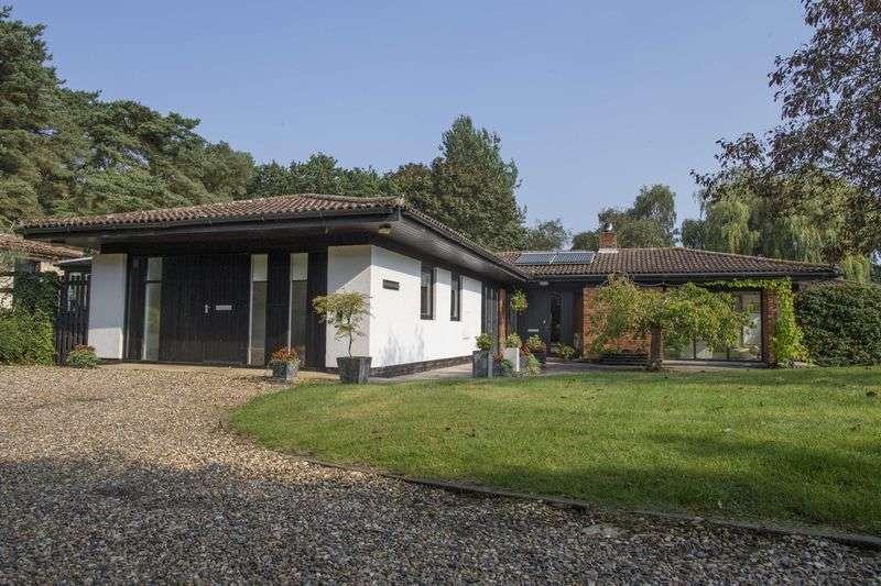 5 Bedrooms Detached Bungalow for sale in The Green, Flempton
