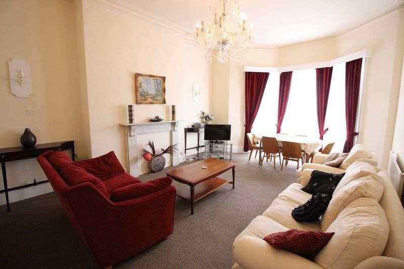 2 Bedrooms Flat for sale in Second Floor Flat, Esplanade Gardens