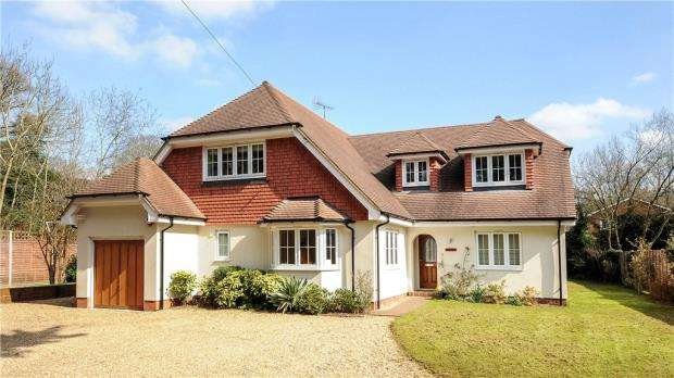 5 Bedrooms Detached House for sale in Lower Wokingham Road, Crowthorne, Berkshire