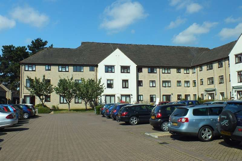 2 Bedrooms Ground Flat for sale in Cirencester