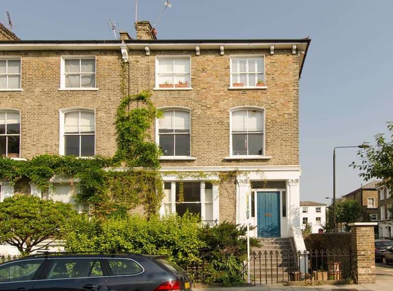 2 Bedrooms Flat for sale in Lawford Road, Kentish Town, NW5