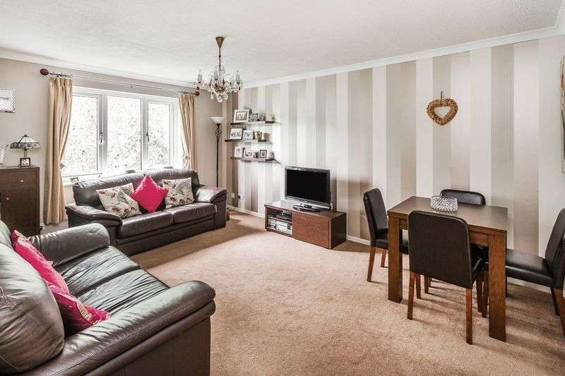 2 Bedrooms Flat for sale in Bader Close, Kenley