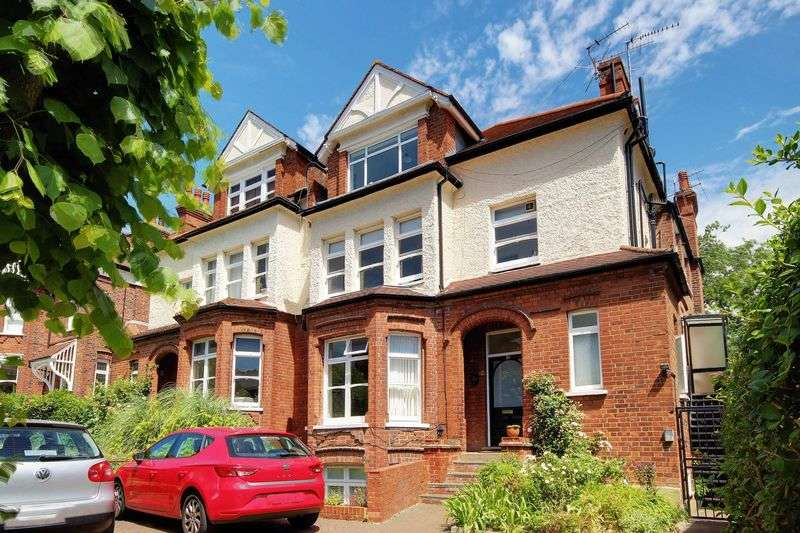 3 Bedrooms Flat for sale in Stanhope Road, N6
