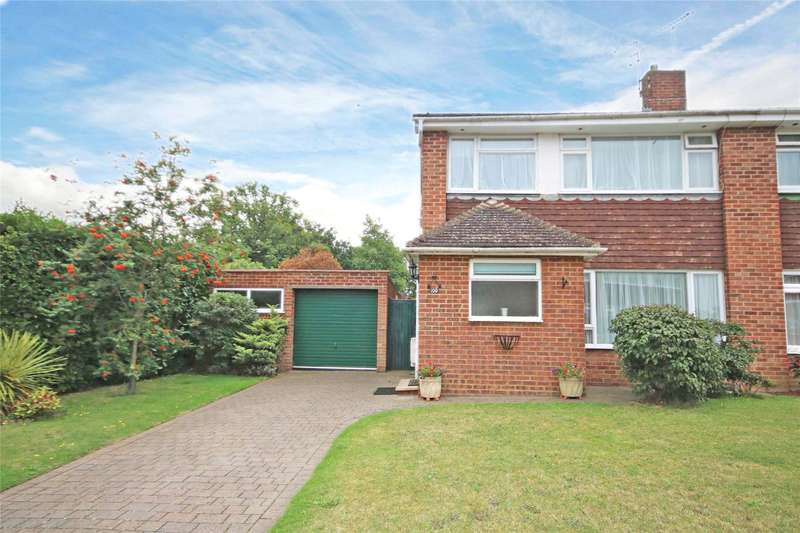 3 Bedrooms House for sale in Bois Hall Road, Addlestone, Surrey, KT15