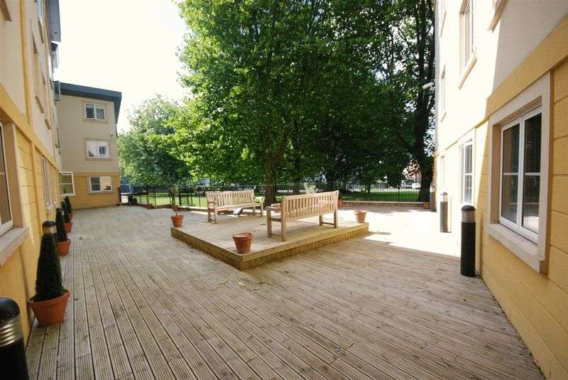 2 Bedrooms Flat for sale in Braggs Lane, Bristol