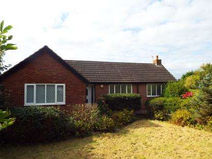 4 Bedrooms Bungalow for sale in Midgeland Road, Blackpool, Lancashire, FY4