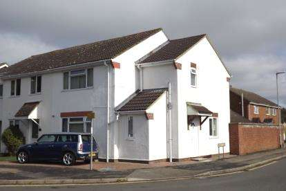3 Bedrooms Semi Detached House for sale in Gordon Close, Little Paxton, St. Neots, Cambridgeshire