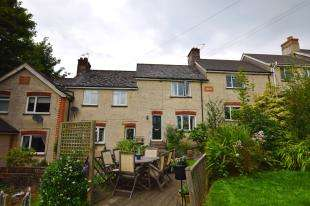2 Bedrooms Terraced House for sale in Prospect Terrace, Station Road, Heathfield, East Sussex