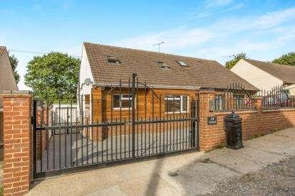 3 Bedrooms Semi Detached House for sale in Benfleet, Essex