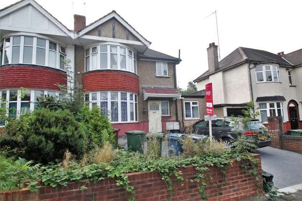 3 Bedrooms Flat for sale in Parkside Way, Harrow, Middlesex