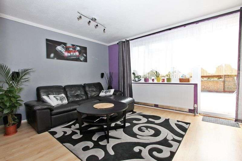 3 Bedrooms Property for sale in Stable Close, Northolt, UB5