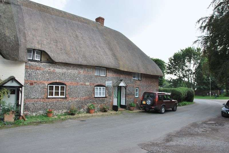 3 Bedrooms Terraced House for sale in Manor Cottages, Fittleton, Salisbury, Wiltshire