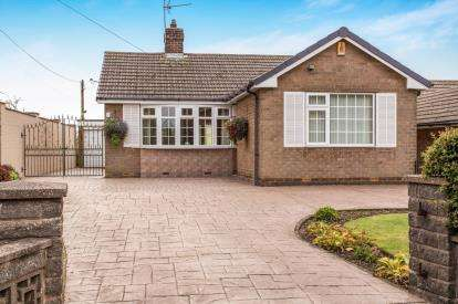2 Bedrooms Bungalow for sale in Rupert Street, Lower Pilsley, Chesterfield, Derbyshire