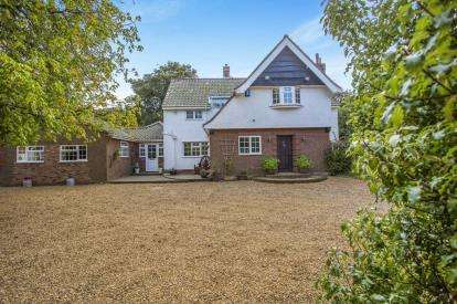 5 Bedrooms Detached House for sale in Overstrand, Cromer, Norfolk
