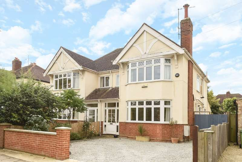 4 Bedrooms Semi Detached House for sale in Off Hewlett Road