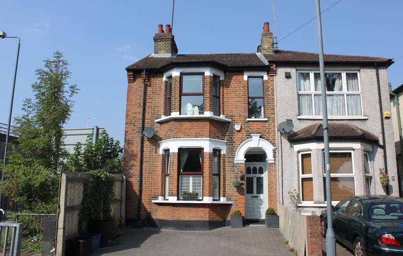 3 Bedrooms Semi Detached House for sale in Crescent Road, London