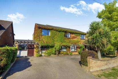 5 Bedrooms Detached House for sale in Wickford, Essex