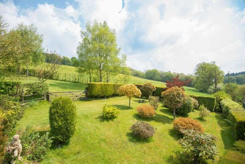 4 Bedrooms Detached House for sale in Near Wendover