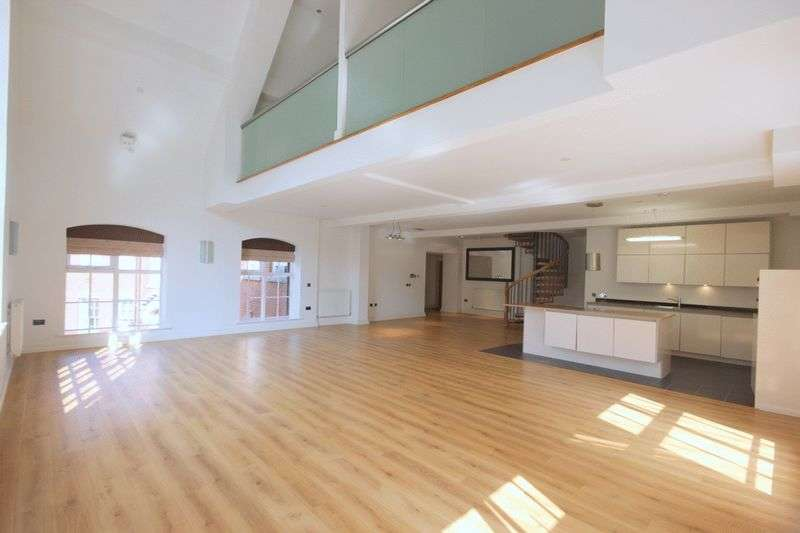2 Bedrooms Flat for sale in The Oval, Stafford