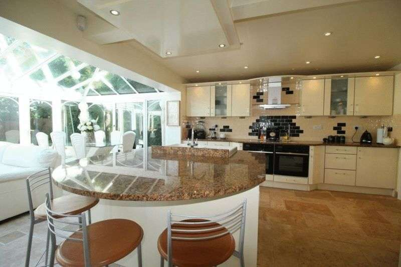4 Bedrooms Detached House for sale in 14 Furlong Lane, Poulton-Le-Fylde, Lancashire, FY6 7HQ