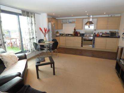 2 Bedrooms Flat for sale in Bryers Court, Central Way, Warrington, Cheshire, WA2