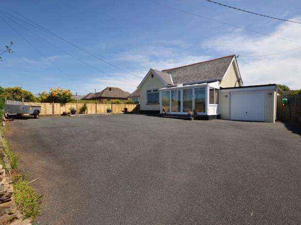 3 Bedrooms Detached Bungalow for sale in Liskeard Road, Callington, Cornwall