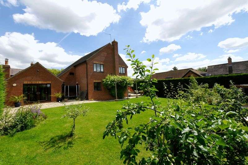 4 Bedrooms Detached House for sale in NEWINGTON