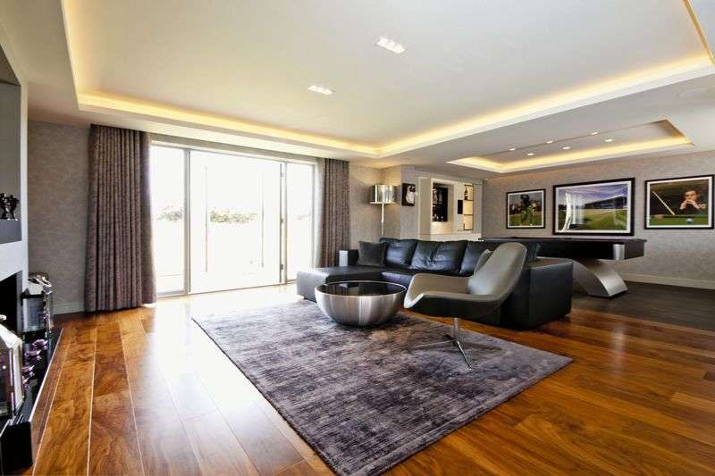 4 Bedrooms Detached House for sale in Cranshaw Lane, Widnes