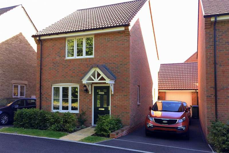 2 Bedrooms Detached House for sale in Rothschild Drive, Sarisbury Green, Southampton