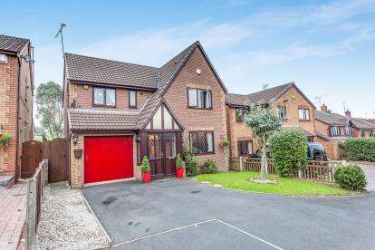 4 Bedrooms Detached House for sale in Foxglove Way, Lickey End, Bromsgrove, Worcs