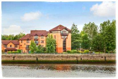 5 Bedrooms Flat for sale in Canting Way, Glasgow