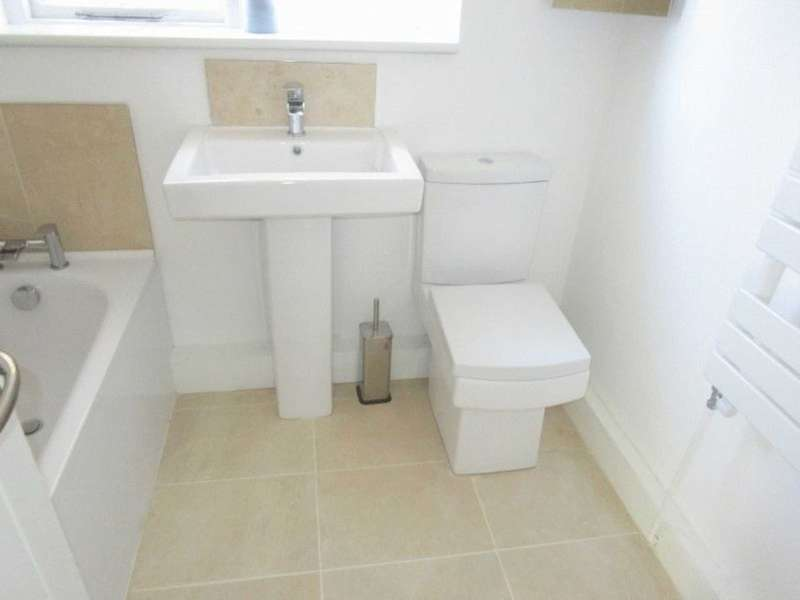2 Bedrooms Flat for sale in *Newly Refurbished 2 bed Maisonette located on Burlington Road CR7*