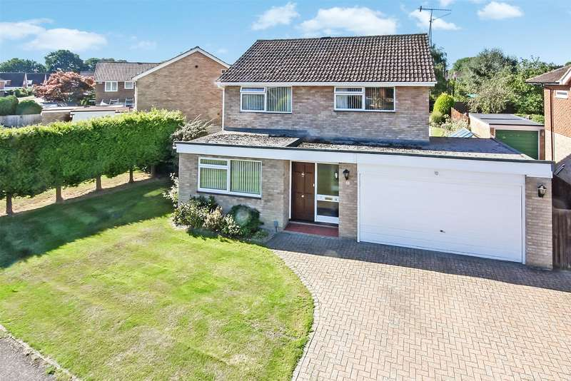 4 Bedrooms Detached House for sale in Willow Brean, Horley, RH6