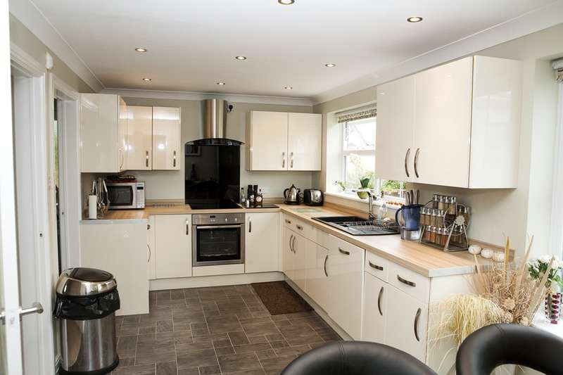 4 Bedrooms Detached House for sale in Manor Park, Pawlett, Somerset, TA6