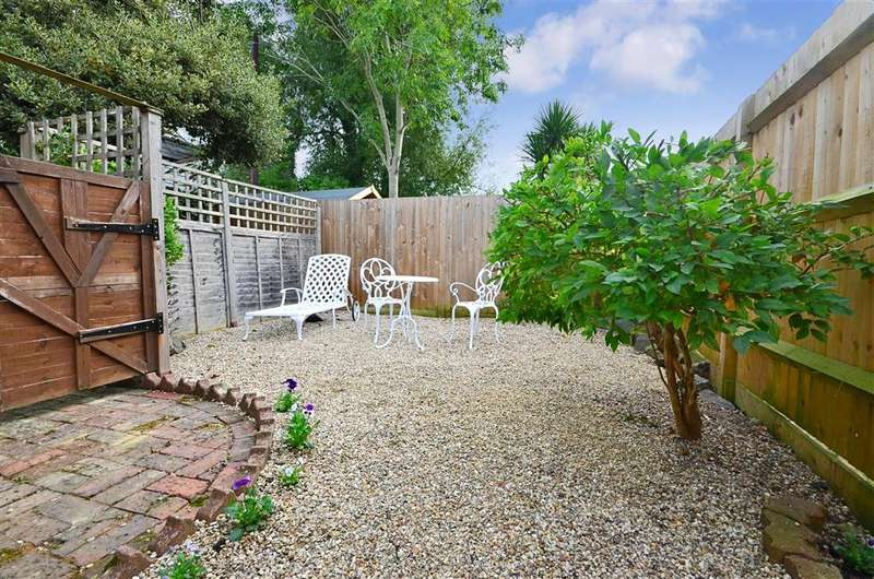 1 Bedroom Semi Detached House for sale in The Pavement, St. Michaels, Tenterden, Kent