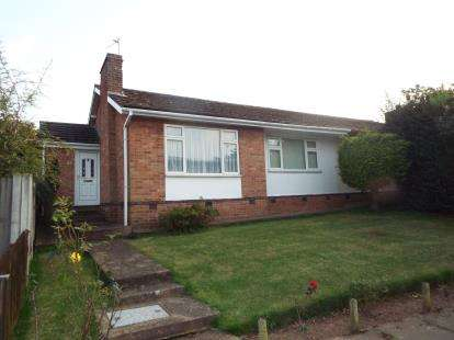 2 Bedrooms Bungalow for sale in Westbury Close, Beeston, Nottingham