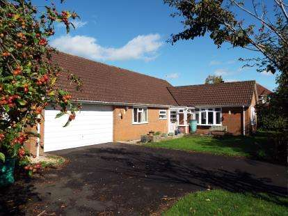 3 Bedrooms Bungalow for sale in Chard, Somerset