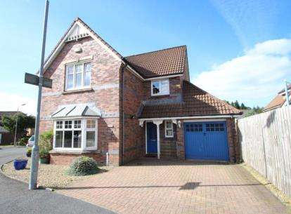 4 Bedrooms Detached House for sale in Cloverhill Gardens, Strathaven, South Lanarkshire
